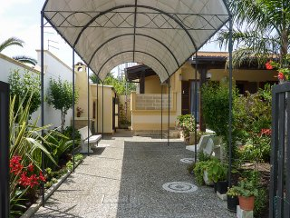 Cottage in Torre Dell'Orso with garden m198