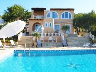 Villa Conta for up to 7 guests, a 5-minute walk from Ibiza beaches! Catalunya Ca