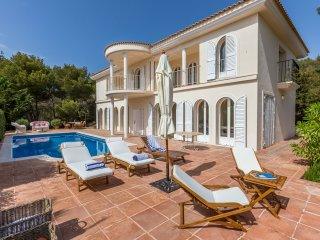 Stunning hilltop Villa Cala for 5 guests, just 3 min to the beach! Catalunya Cas