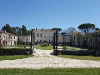 Spacious mansion with garden & Wifi