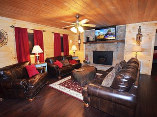 Nestled Away but only 5 minutes from Pigeon Forge Southern Charm sleeping 16