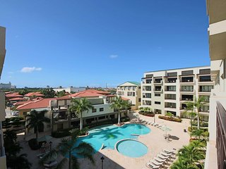 Tropical Paradise, Beautiful and Spacious Condo, Relax on Large Balcony, 5 min f