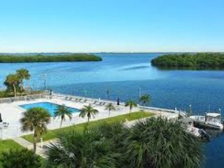 2018 -2019 AVAILABLE NOW! 2/1.5 LONGBOAT KEY! PRIVATE BEACH ACCESS! HEATED POOL!