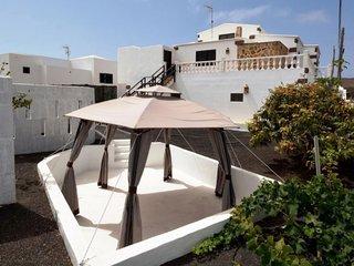 106126 - Villa in Tinajo