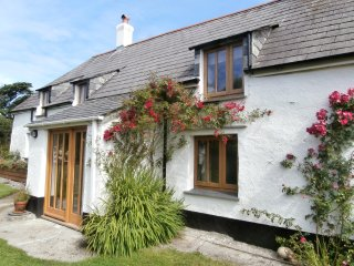 Hannahs Cottage. Rural cottage with distant sea views, near beach.