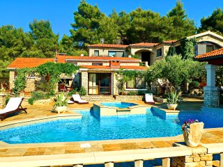 Villas Stone House Poplat - Seven Bedroom Villa with Swimming Pool and Sea View