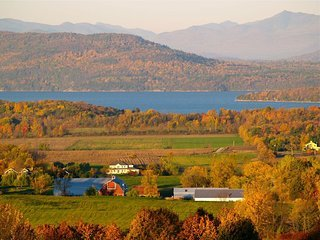 Right Wing at the Mt. Philo Inn: spacious, Great Views, Close to Activities