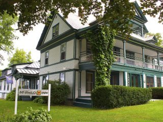 West Wing at Mt. Philo Inn: Lake views, casual elegance, park.