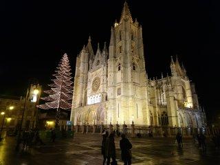 La catedral a 100 metros de distancia del apartamento.