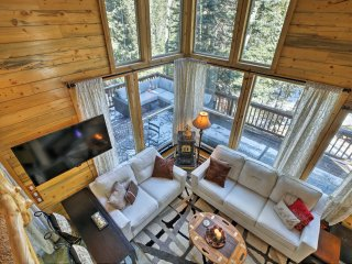 1BR Idaho Springs Cabin w/ Hot Tub on 1/2 Acre!