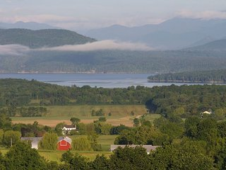 Carriage House at the Mt. Philo Inn. Panoramic lake views, private, state park