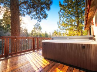 **Spectacular Views!!!**  Spa, Game Room, Hiking, Deck, Family Friendly
