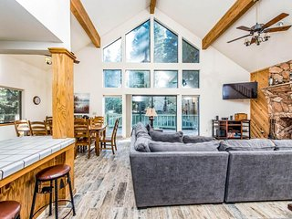 Dog-friendly cabin with a spacious deck and outdoor seating!