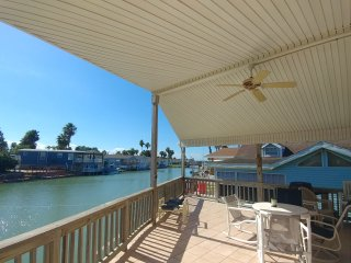 Waterfront Cottage, relax, fish, or golf in this gated family friendly resort.