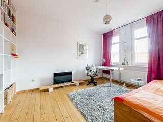 Studio apartment 729 m from the center of Hanover with Internet, Parking, Balcon