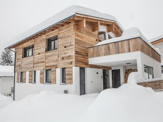 Riffler Lodge - St. Anton's Newest Chalet - 5 Bedrooms w/fireplace and sauna