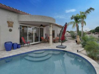 The Perfect Getaway! Private Pool, BBQ Grill, Nearby Hiking Trails, Stunning Lak