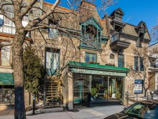 Best Location! 3 bedrooms + 4bathrooms with front terrace on Le Plateau