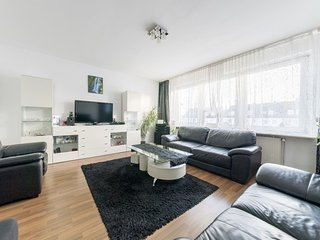 Spacious apartment in Hanover with Parking, Internet