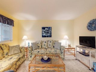 Casual and convenient bayside condo with shared pool - close to attractions