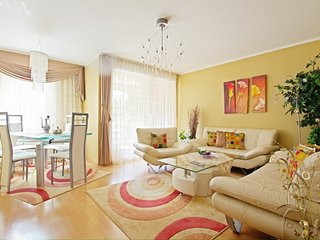 Apartment 635 m from the center of Hanover with Internet, Parking, Balcony, Wash