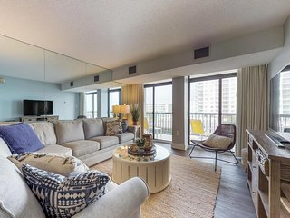 Ocean view condo w/ balcony & shared pool, tennis & game room - steps to beach!