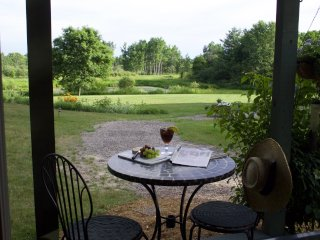 Prairie Smoke Guest House - Pine Grove Park Bed & Breakfast