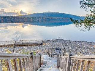 Lakefront condo features beach access and great location close to skiing!