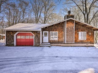 Bushkill Falls Home w/Fireplace & Deck!