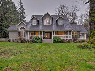 NEW! 5-Acre Home w/ Hot Tub on Skykomish River!