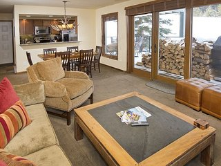 Newly Remodeled Condo - 5 Minutes From Vail Village - On Free Ski Bus Route