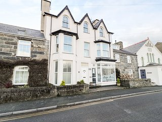 HARLECH VIEW, sea views, well-appointed, close to the beach. Property ref: 97661