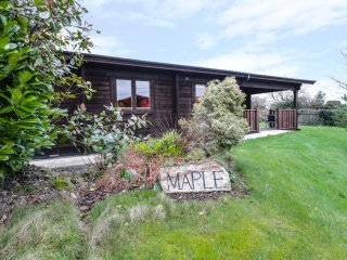 MAPLE LODGE, open plan, all ground floor, touring base, in Lanivet