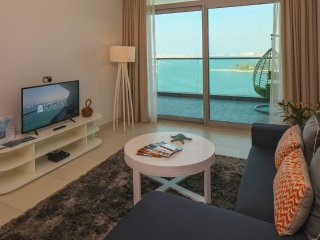 Beautiful 1BR with a Full Sea View in Palm Jumeirah