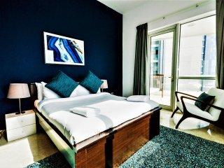 Extra spacious 3-bedroom on the beach and Marina