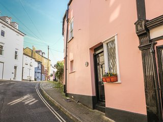 MILLERS COTTAGE, WIFI, three storeys, views of Dartmouth, Ref 968678