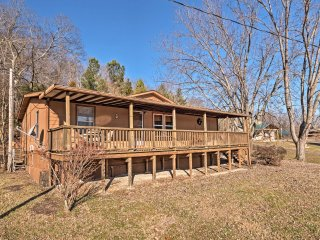 NEW! 3BR Derby Cottage on Ohio River - Hot Tub!