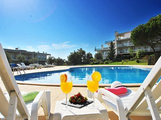 CHARMING & MODERN APARTMENT, WI-FI, AIR-CON, SWIMMING POOL, SEAVIEWS