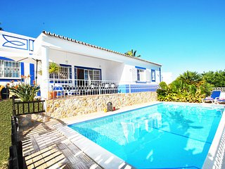 LOVELY VILLA W PRIVATE POOL, AIR CON, BBQ, Wi-Fi & CLOSE TO AMENITIES!