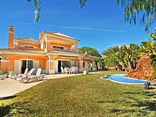 FANTASTIC VILLA W/ HEATABLE SWIMMING POOL, AIR CON, FREE WI-FI & MUCH MORE