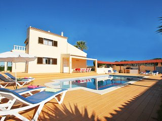 CHARMING VILLA W/ PRIVATE POOL, WI-FI & JUST 2KM FROM THE BEACH