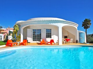 STUNNING VILLA W/ PRIVATE POOL, AIR COND, WI-FI & JUST 500M TO THE BEACH