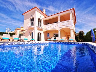LUXURY VILLA, HEATABLE SWIMMING POOL, AIR CON, FREE WI-FI & GREAT SEA VIEW