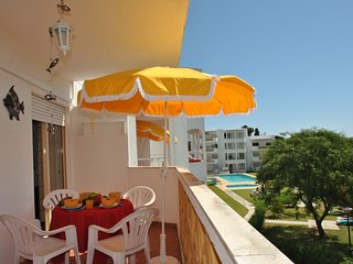 FABULOUS APARTMENT W/ POOL, AIR CON, WI-FI & JUST IN THE HEART OF ALBUFEIRA