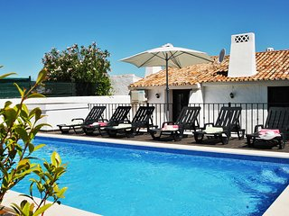 SENSATIONAL VILLA, WI-FI, AIR CON, PRIVATE POOL, JUST 400M TO THE BEACH!!