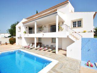 CHARMING VILLA W/ SWIMMING POOL, GAMES ROOM, AIR CON, FREE WI-FI...