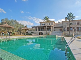 SES OLIVERES SPECTACULAR HOUSE WITH LARGE SWIMMING POOL FOR 16 PEOPLE