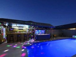 South Yunderup Holiday Rental - Luxury Family Accommodation with Pool & Spa