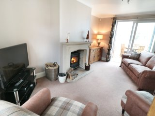 DALE VIEW, countryside views, WiFi, Buxton 5 miles, Ref 936353