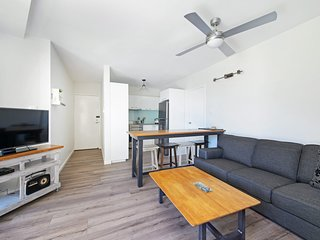 Flynns Beach Apartments  4, 41 Pacific Drive